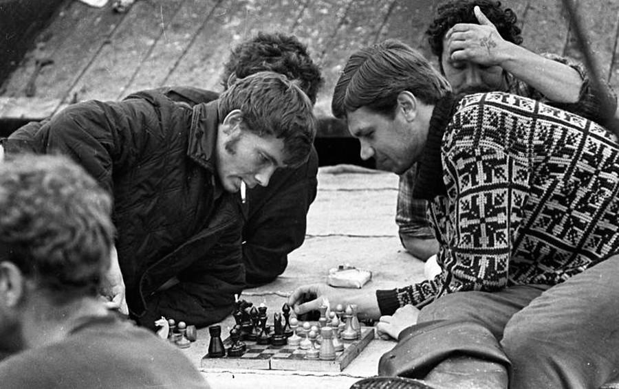 Marins jouant aux échecs, en 1972