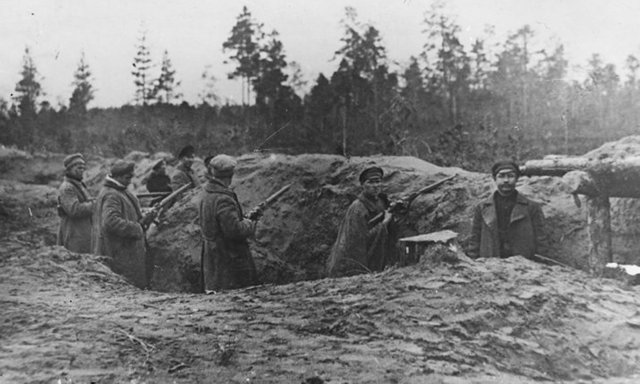 Die Soldaten der Weißen Garde in der Nähe von Petrograd