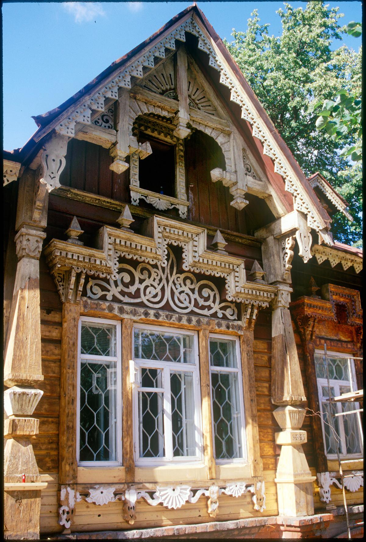 Tokarev House. Main facade, window detail. August 23, 1999