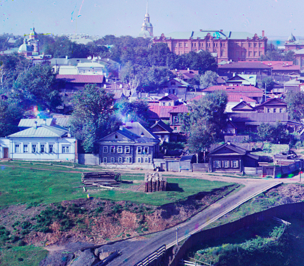 Perm. View west from City Hillocks. Wooden houses of various sizes & designs. Far left: Intercession (now Lenin) Street with Church of Nativity of the Virgin. Summer 1909