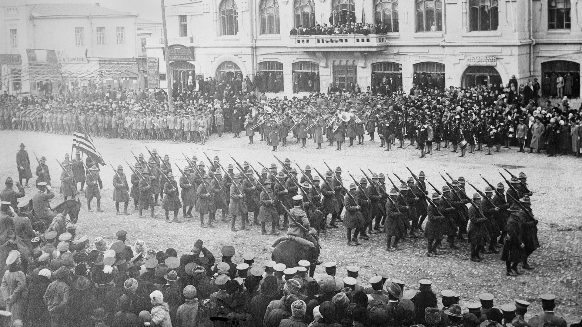 Американци маршираат во Хабаровск.
