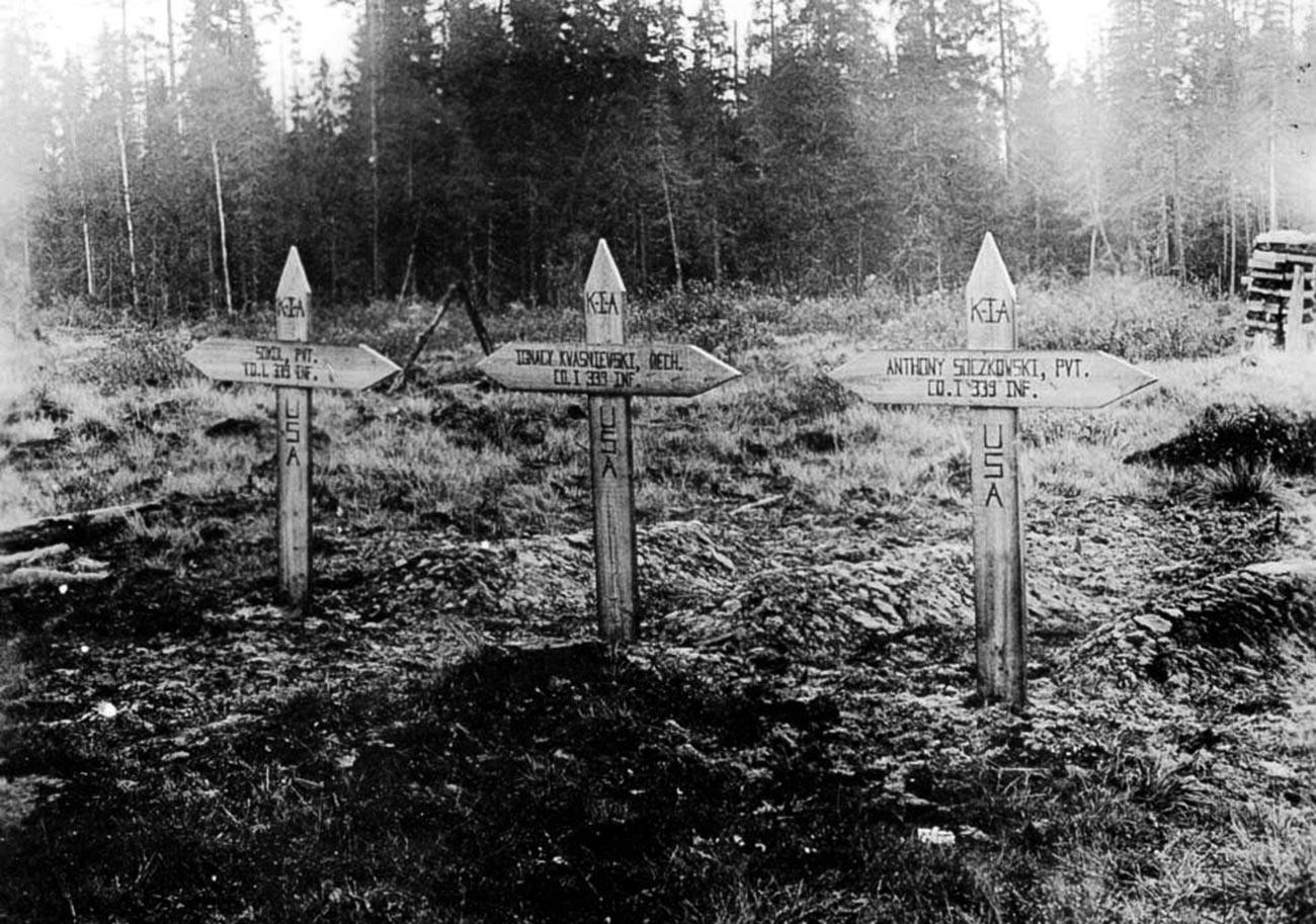 Гробови на американски војници во Русија