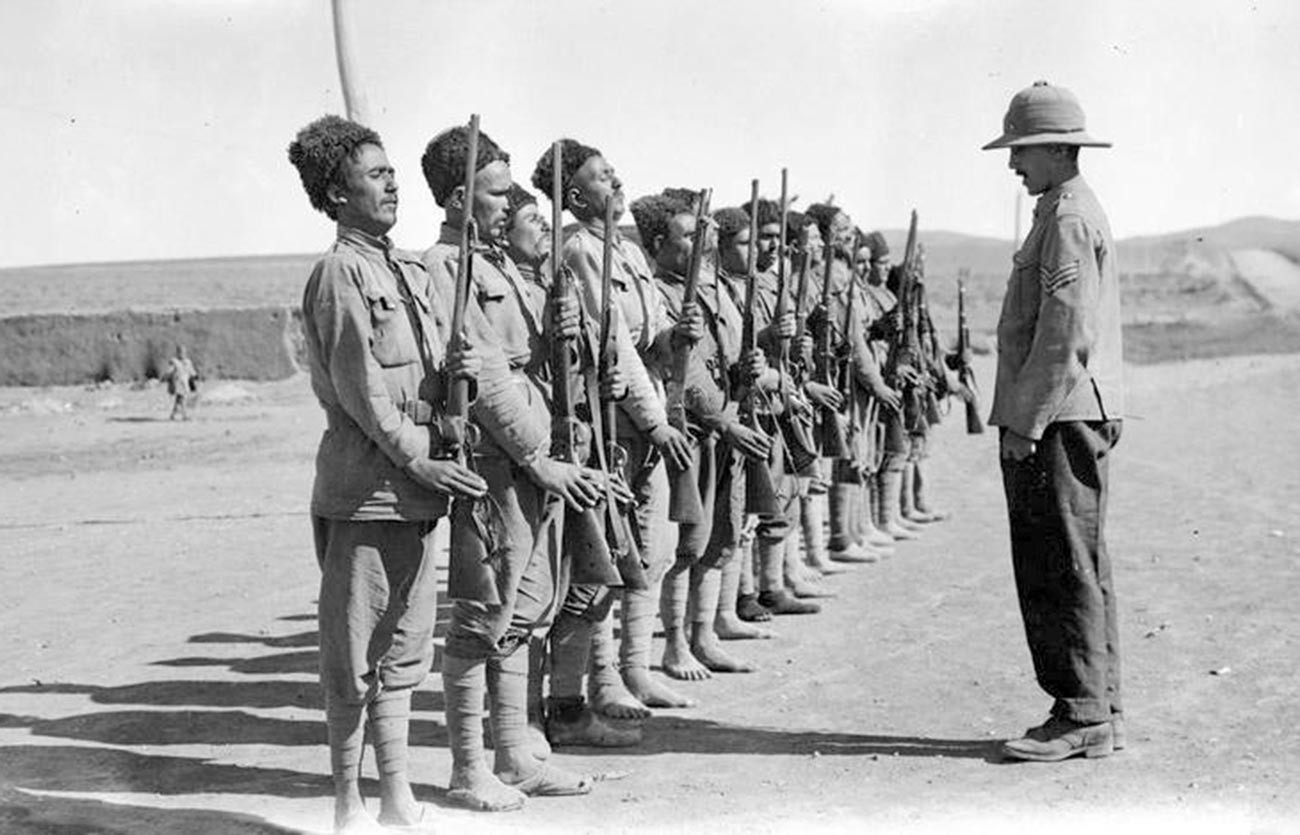 Les troupes britanniques à Hamadan, l'une des principales villes d'Iran