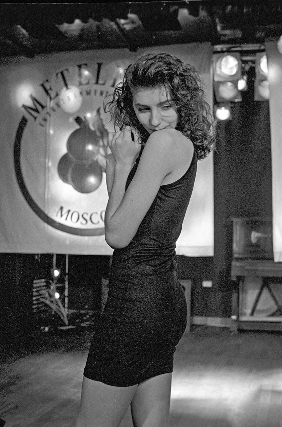 Natalia Petrovskaj durante un concorso di bellezza al Metelitsa, 1994