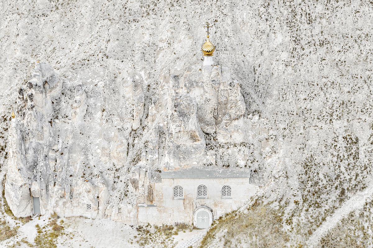 ヴォロネジ州、ディヴノゴルスクのウスペンスキー洞窟教会
