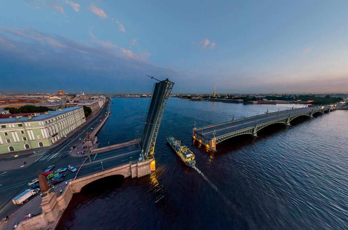 サンクトペテルブルク、ノヴォ・コニュシェンヌィ橋