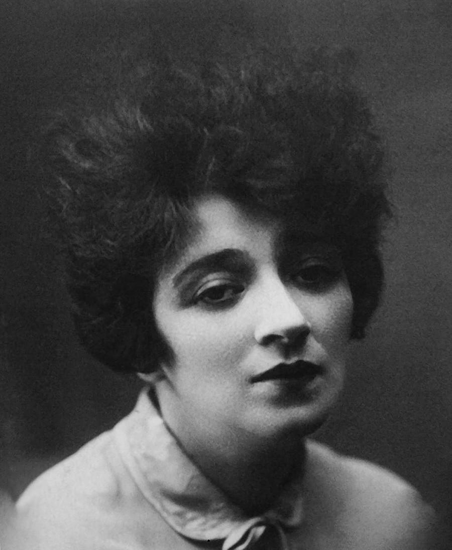 Faina Ranevskaja je igrala v dramah Čehova in Tolstoja.