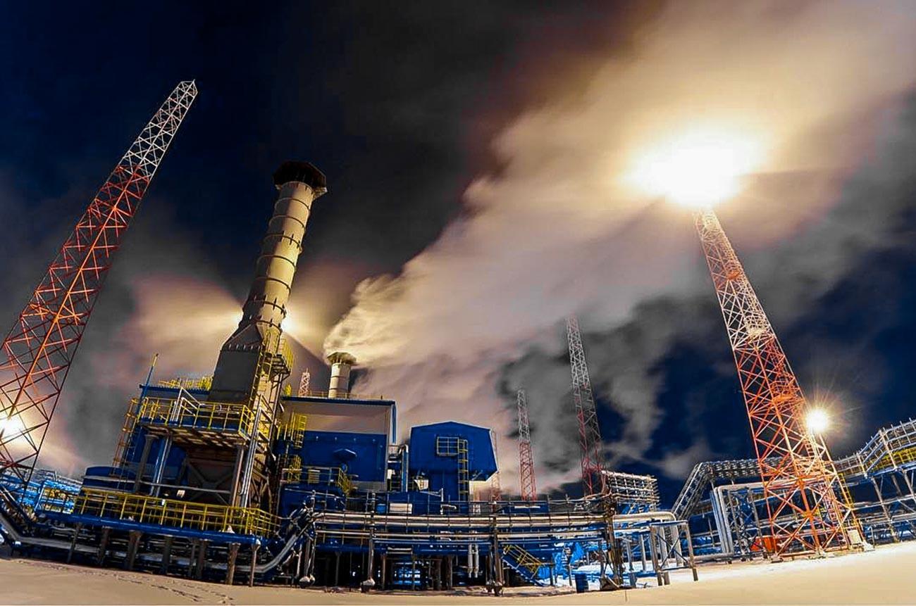 Unit Pengolahan Gas Komprehensif 2C di ladang minyak, gas, dan kondensat Zapolyarnoye.