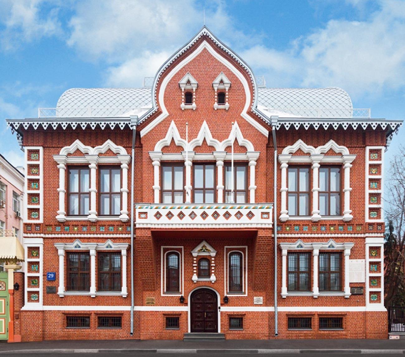 Главный фасад особняка Цветкова после реставрации, 2016 год