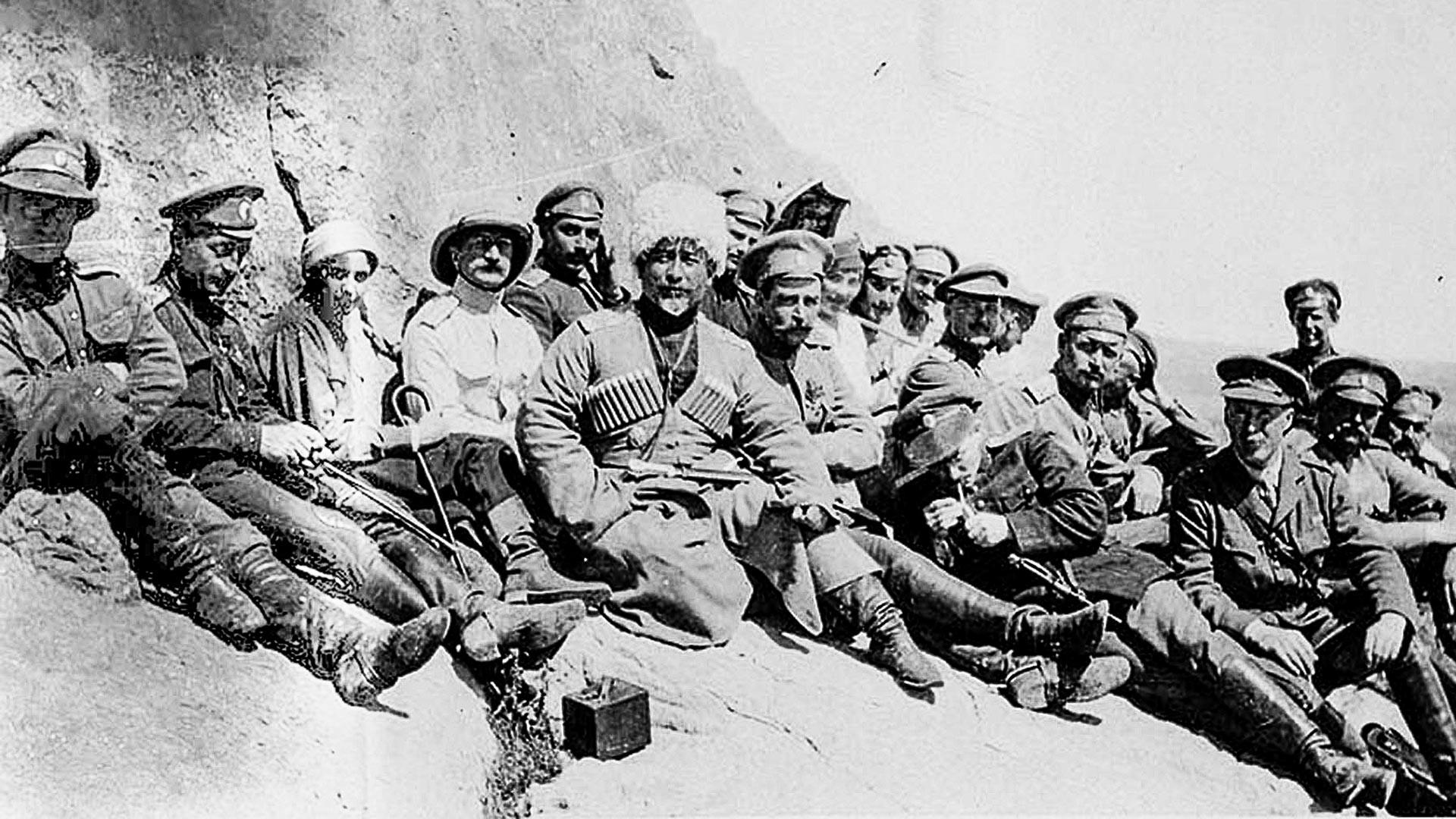 General Baratow mit russischen und britischen Offizieren
