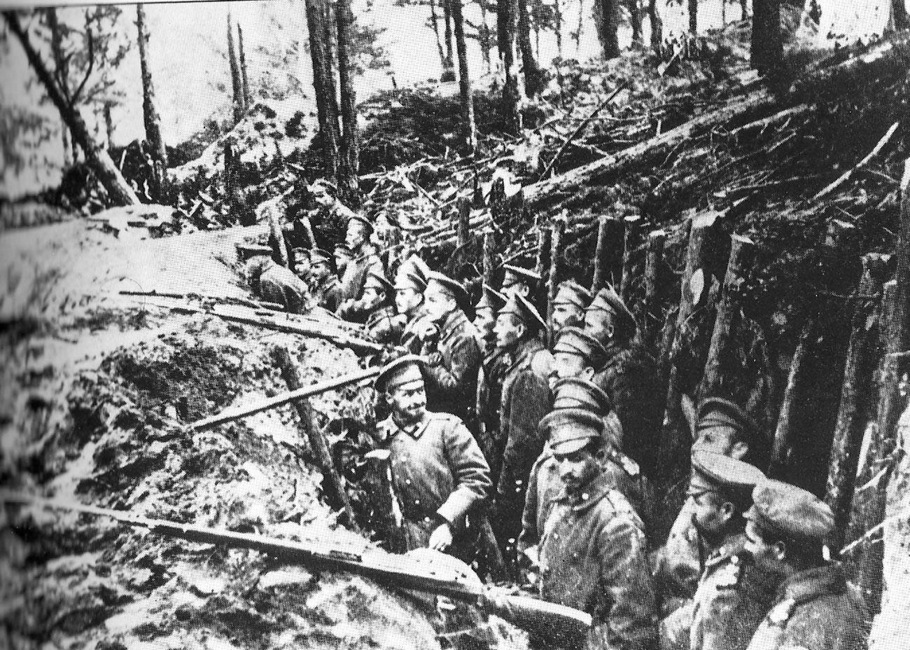 Русские войска в позициях около Сарыкамыша.