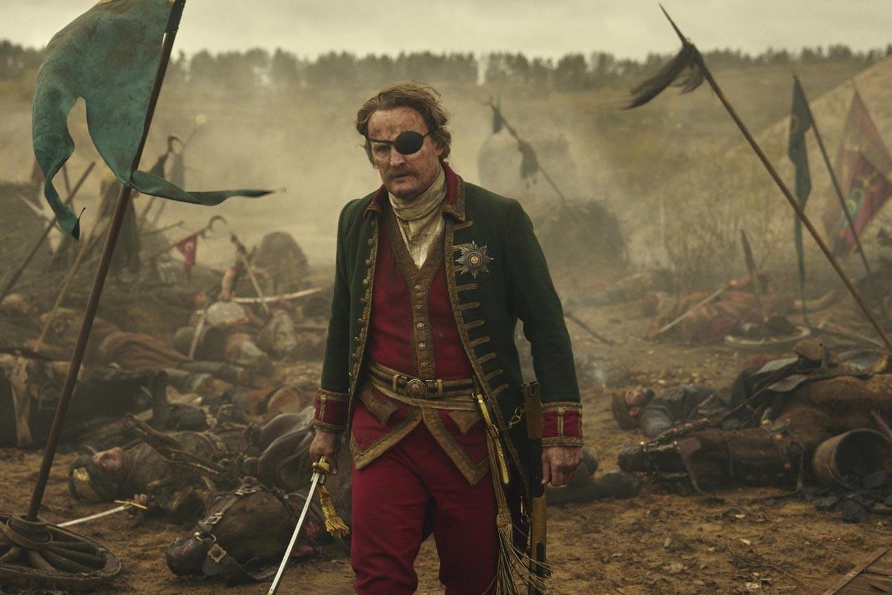 """Принцот Потемкин, го игра Џејсон Кларк во серијата HBO """"Екатерина Велика"""" (2019)"""