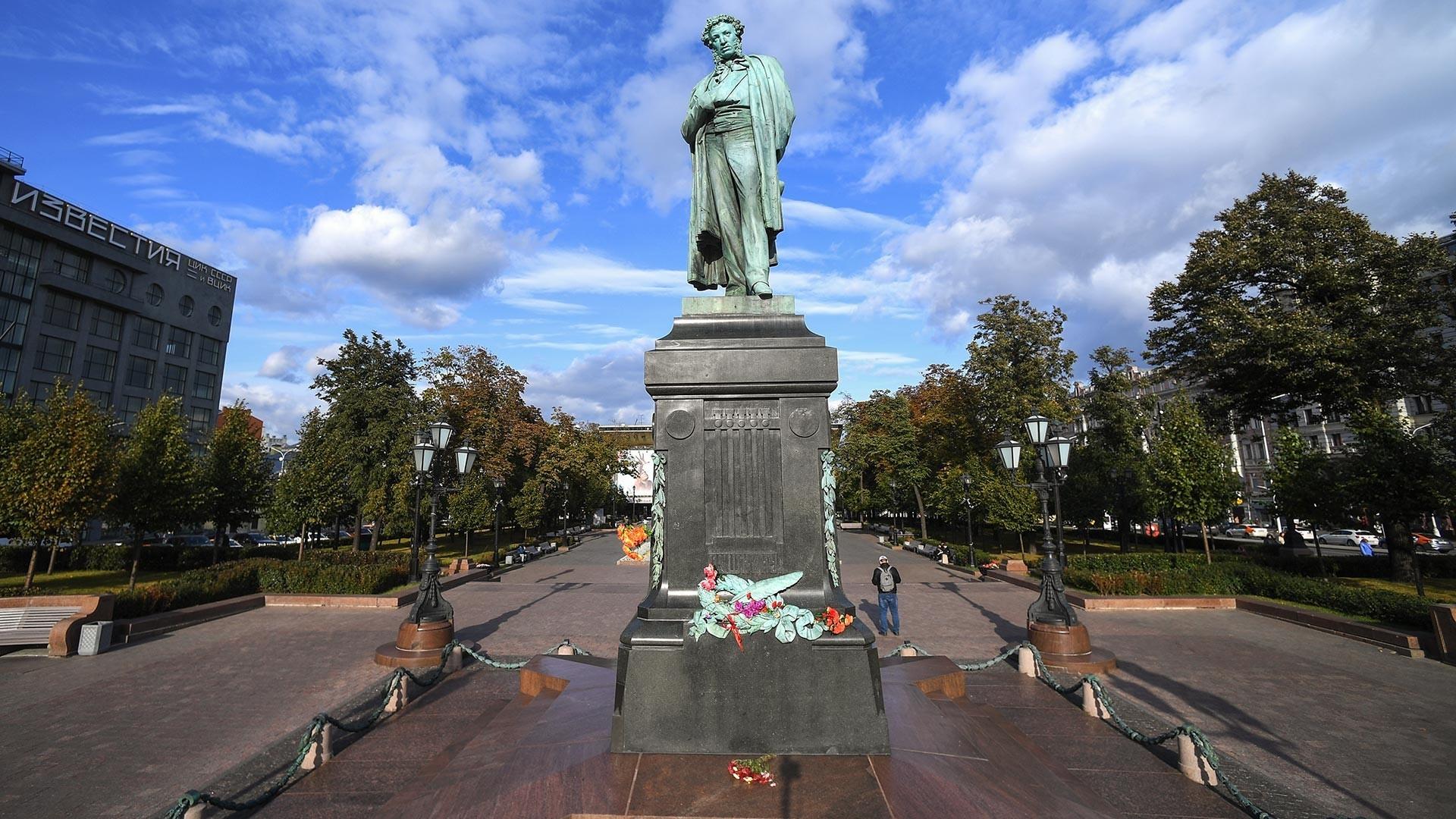 Puškinov spomenik v središču Moskve v današnjem času.