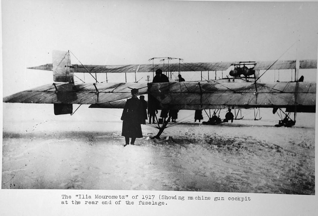 Bombardeiro Iliá Murovets, criado por Igor Sikorski, em 1917; vista traseira com a posição do artilheiro da cauda