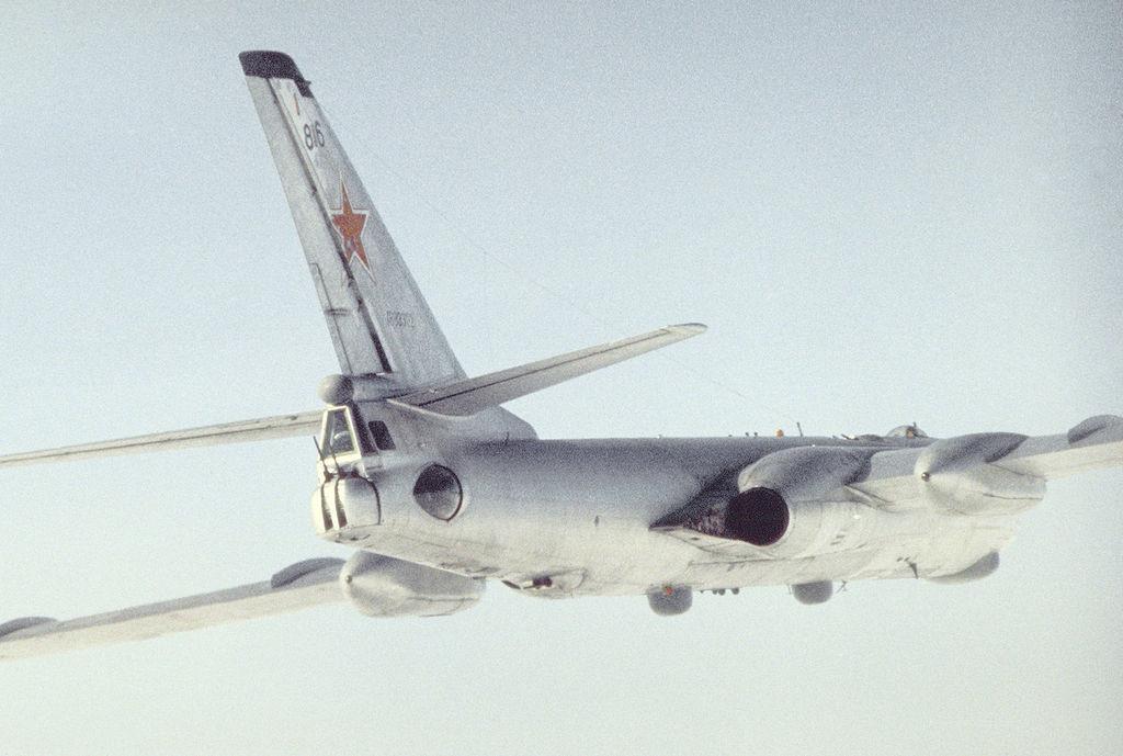 Variante de reconhecimento marítimo do Tupolev Tu-16. 1989