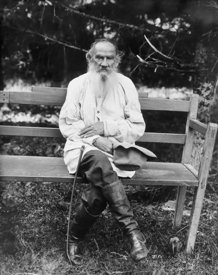 Лав Толстоj