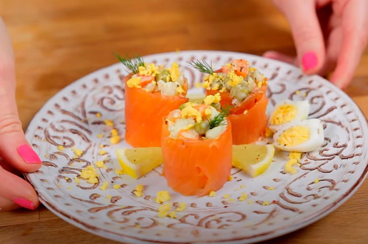 Sushi mit Olivier-Salat