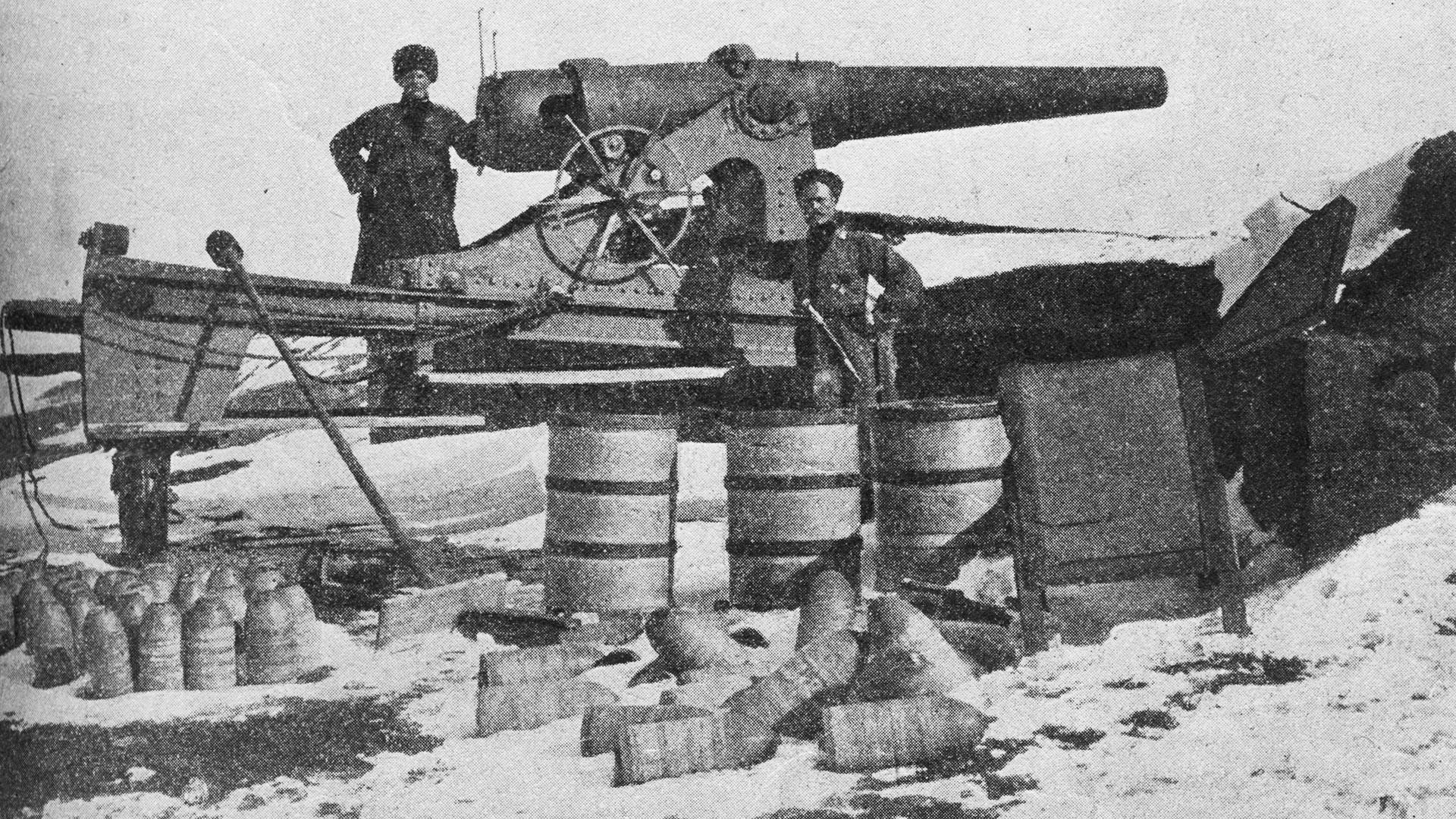 Il cannone d'artiglieria turco, catturato dai russi a Erzurum, in Turchia