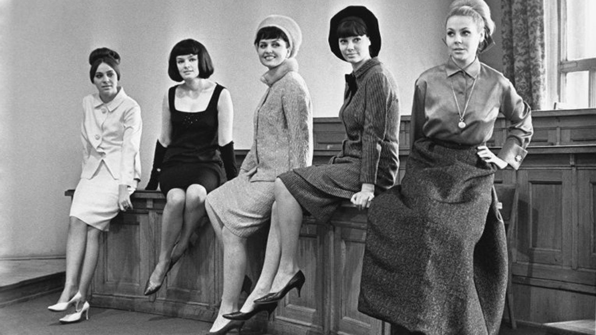 Casa dei Modelli di tutta l'Unione. Nella foto le modelle Natalja Kondrashina, Elena Izorgina, Liliana Baskakova, Regina Zbarskaja e Mila Romanovskaja, 1965