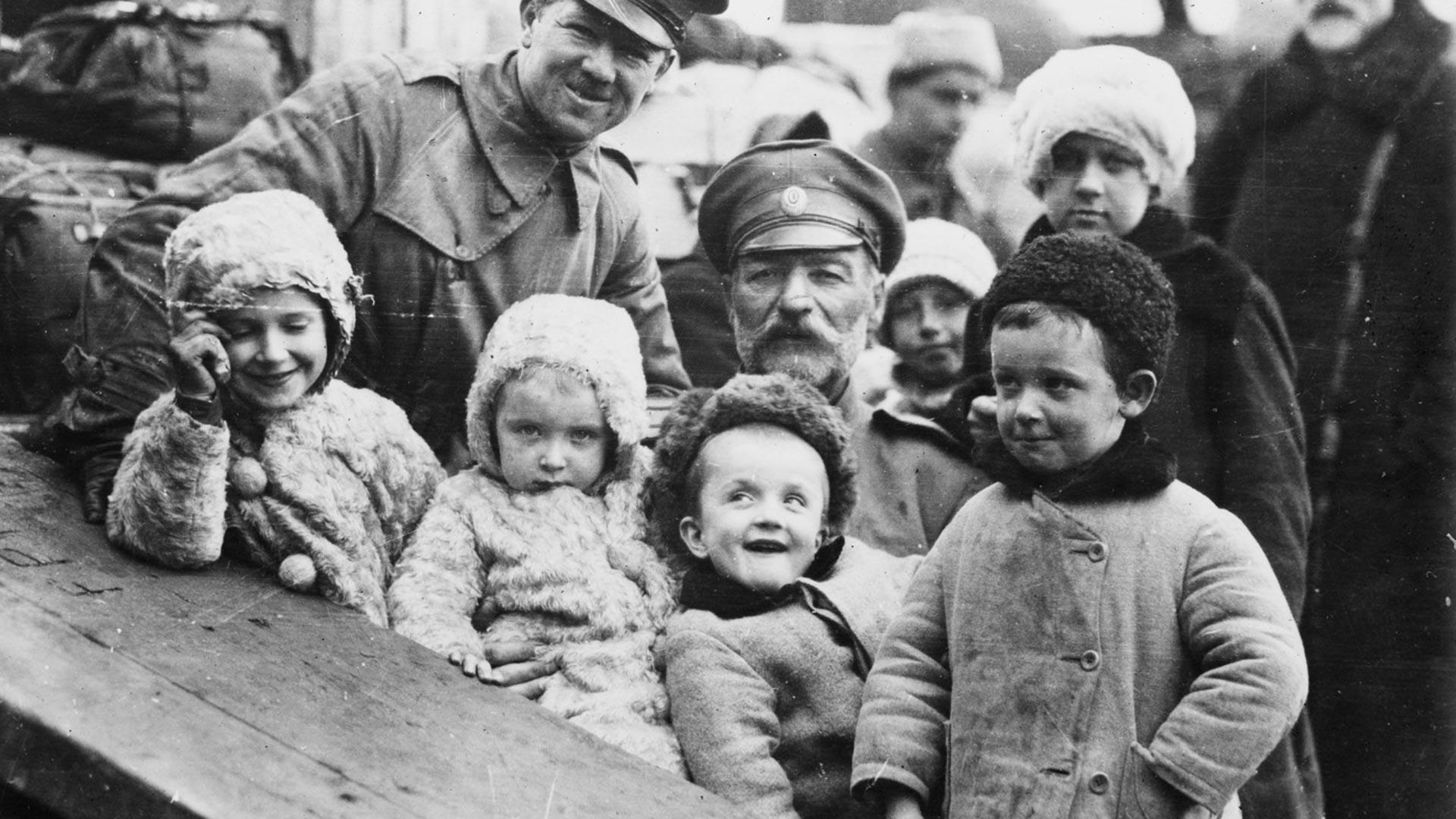 Сред новоросийските бежанци на борда на кораба Steamer Sangammon има тридесет сираци