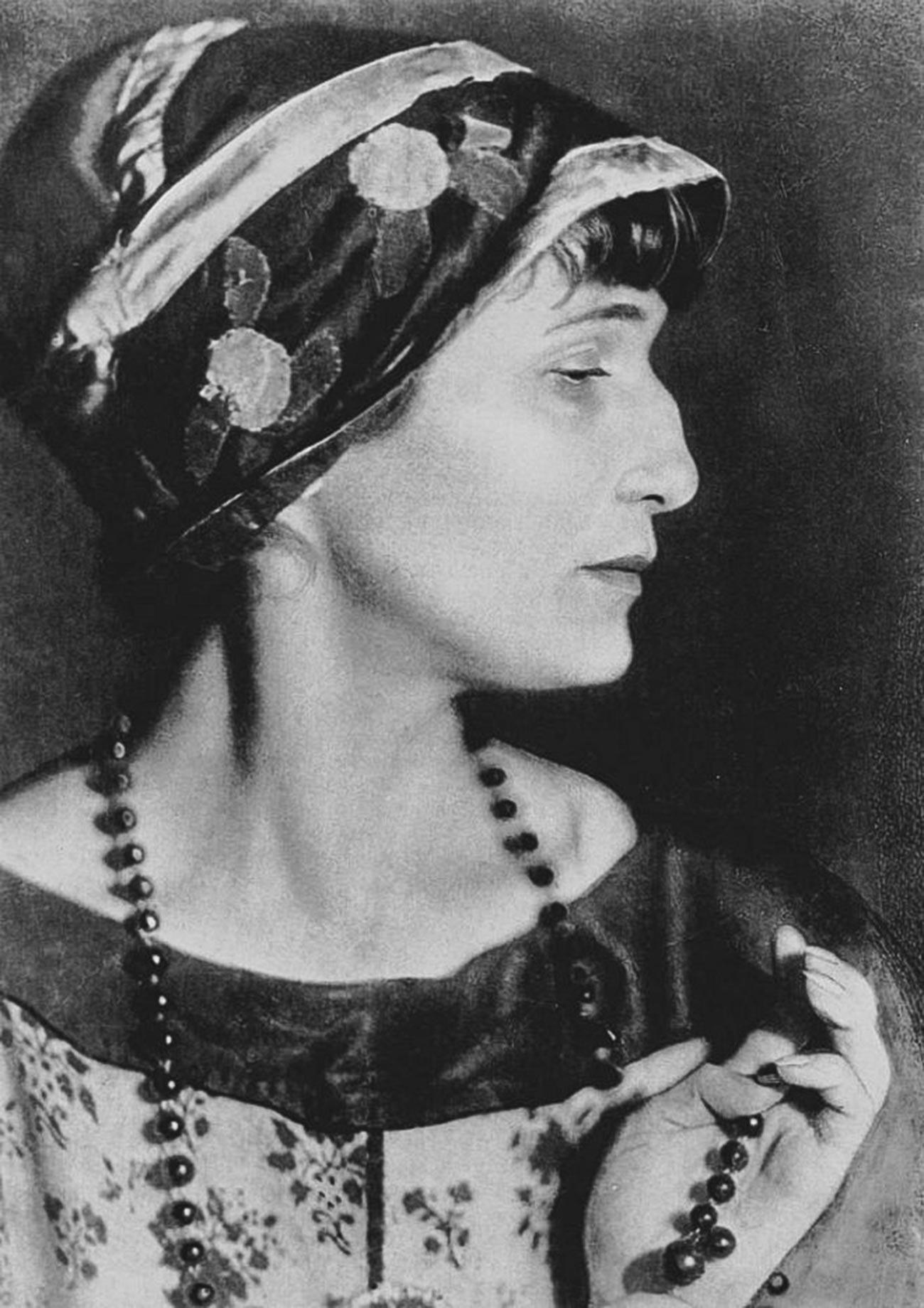 Legendary female poet Anna Akhmatova, 1922