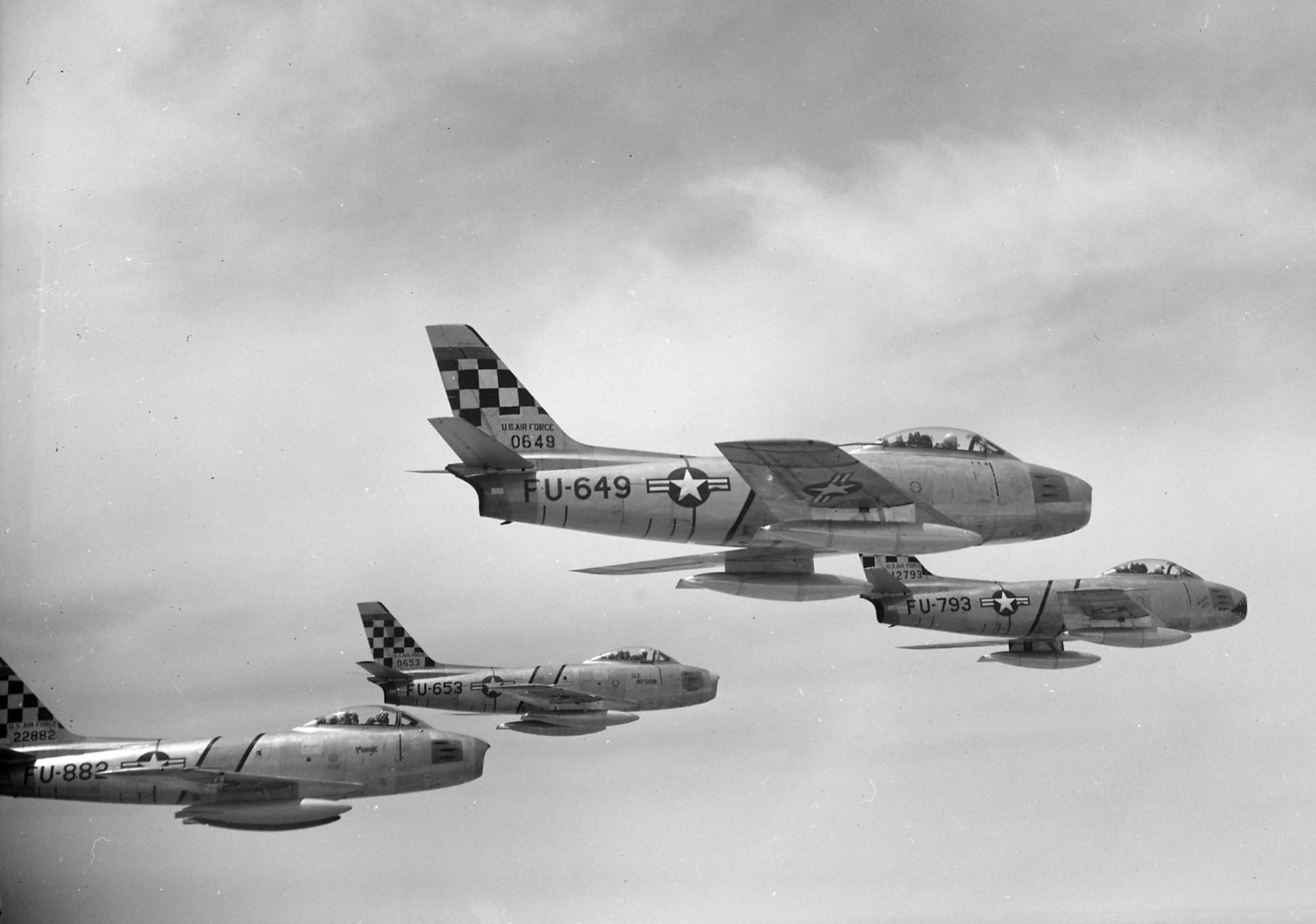 Quatro caças Sabre F-86E, da Força Aérea dos EUA, sobre a Coreia em 22 de maio de 1953