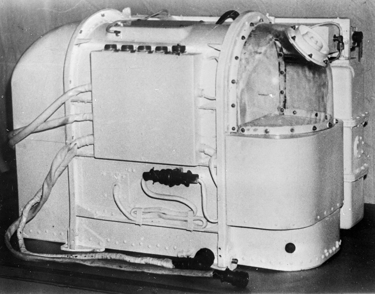 """Контејнери у којима су се налазили пси-космонаути у биосателиту """"Космос-110""""."""