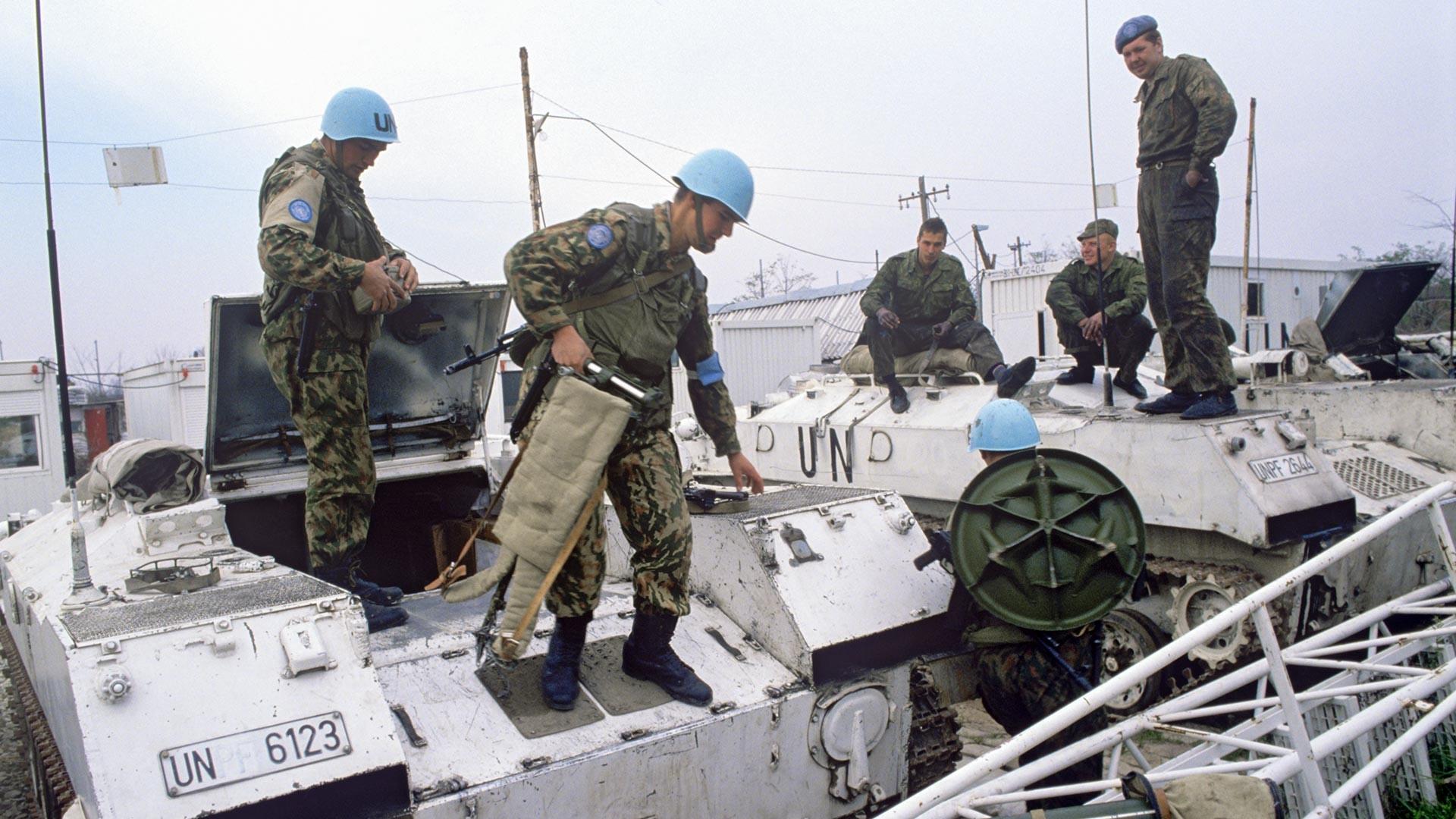 Bataillon russe des forces de maintien de la paix de l'ONU après son retour de service sur la ligne de séparation de tir. Slavonie orientale