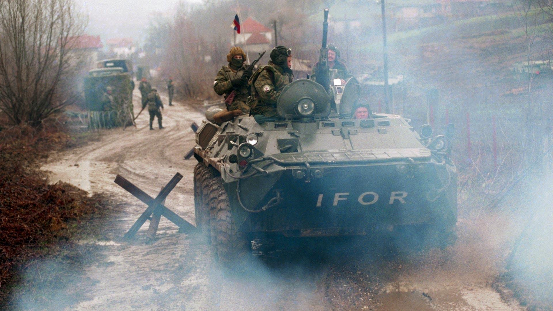 Patrouille de parachutistes de Pskov de la brigade russe de maintien de la paix. Bosnie-Herzégovine, 22 avril 1996