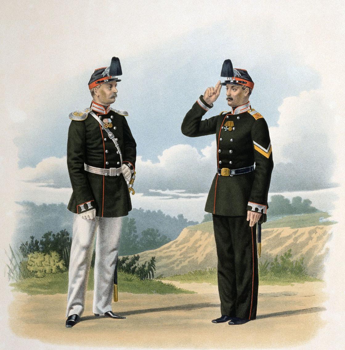 Dua perwira Resimen Grenadier Yerevan Ke-13 Tentara Kekaisaran Rusia