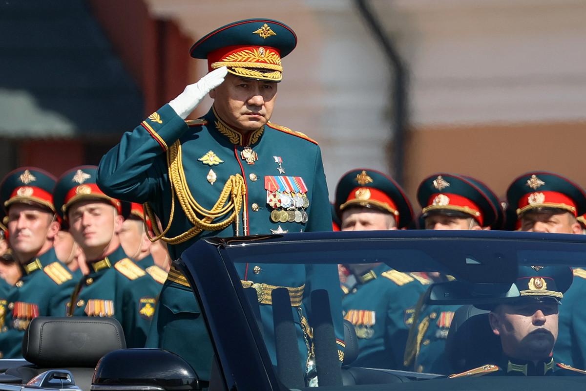 Menteri Pertahanan Federasi Rusia Sergey Shoigu selama parade Hari Kemenangan.
