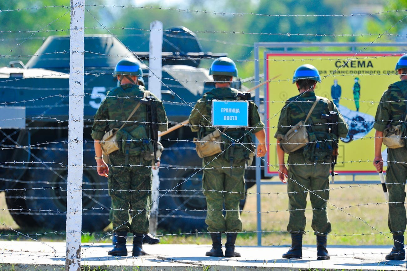Ruski mirovniki med vajami v Pridnestrovju na vzhodu Moldavije