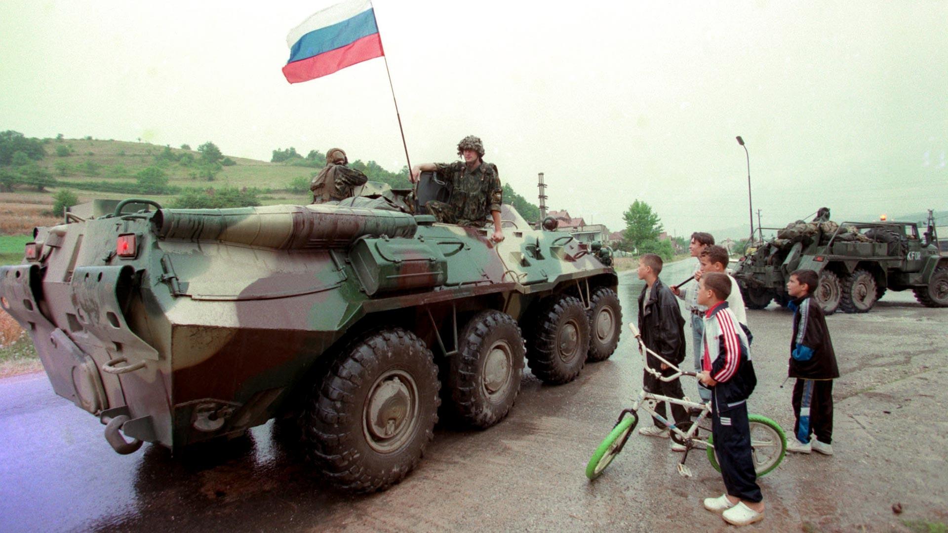 Čelni del kontingenta ruskih padalcev na Kosovem