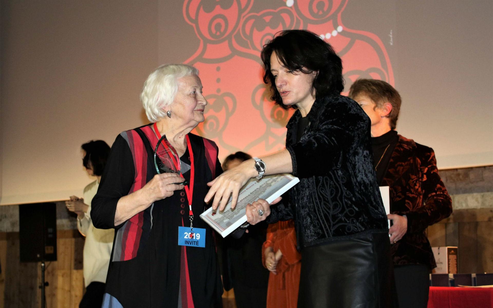 Elena Duffort (à droite) et Elena Susanina (à gauche), le Prix de la Meilleure Actrice au Festival de Honfleur en 2019