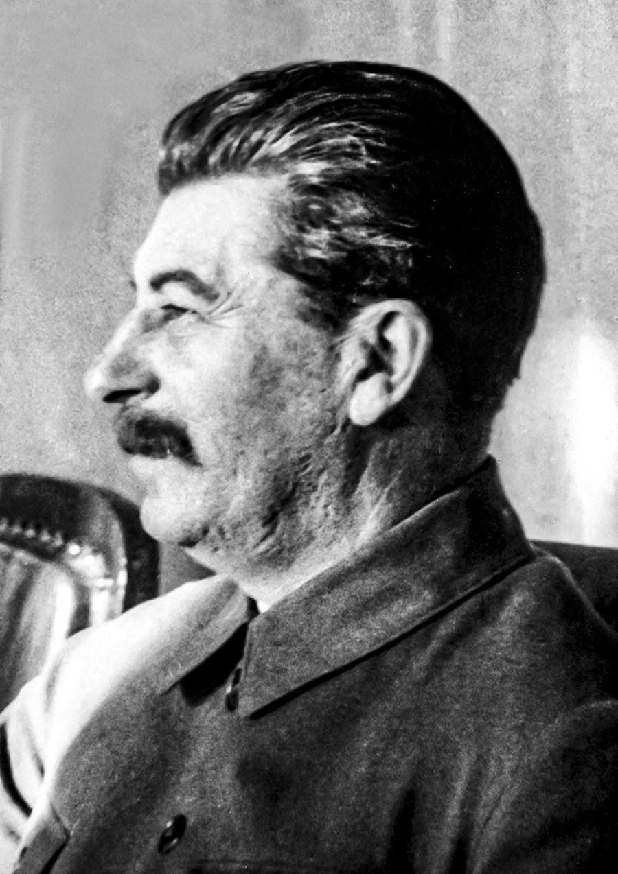Stalin nel 1932 circa fotografato da James E. Abbe
