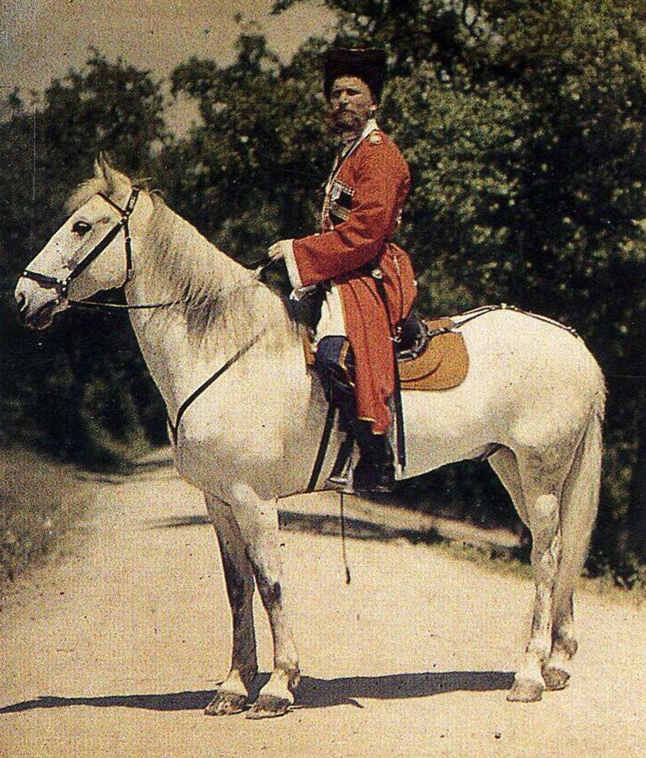 Seorang pria Cossack dari pengawal pribadi kaisar, 1910-an.