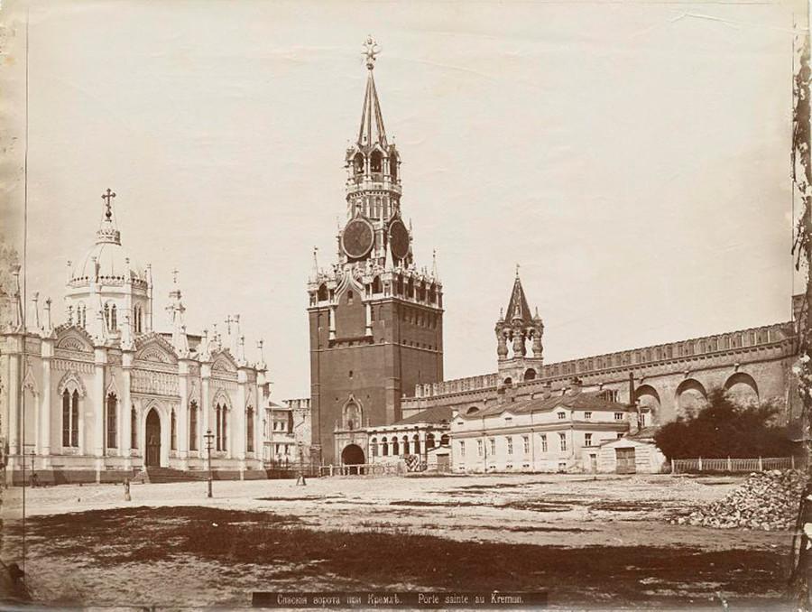 Torre Spásskaia. La foto fue tomada entre 1890 y 1896.