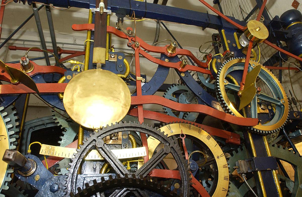 El mecanismo del reloj Kuranti en la Torre Spásskaia.