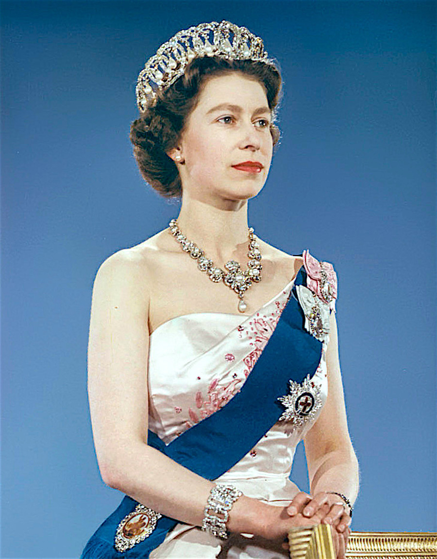 Isabel II con esta tiara.
