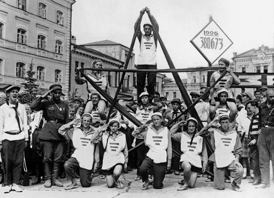 Pionniers célébrant l'anniversaire de leur organisation