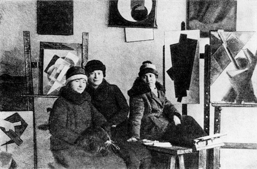 Studenti di Aleksandr Rodchenko al Vkhutemas (un istituto superiore d'arte di stato russo che fiorì a Mosca tra il 1920 e il 1927)