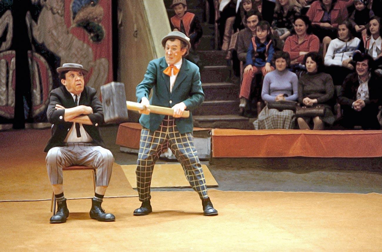 Jurij Nikulin e Mikhail Shujdin durante uno spettacolo