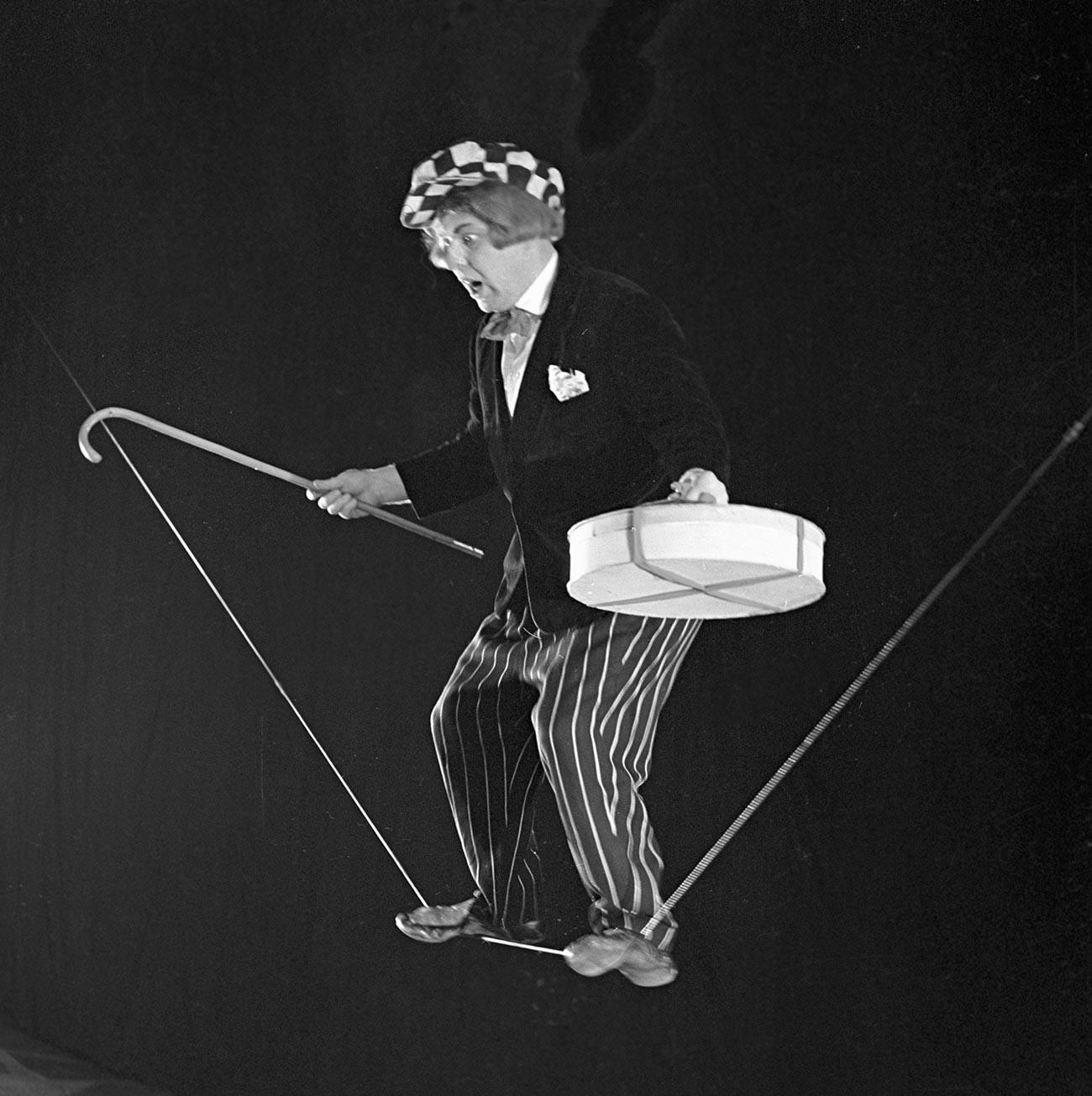 """La prima esperienza professionale di Oleg Popov nel circo fu quella di un """"eccentrico funambolo"""""""