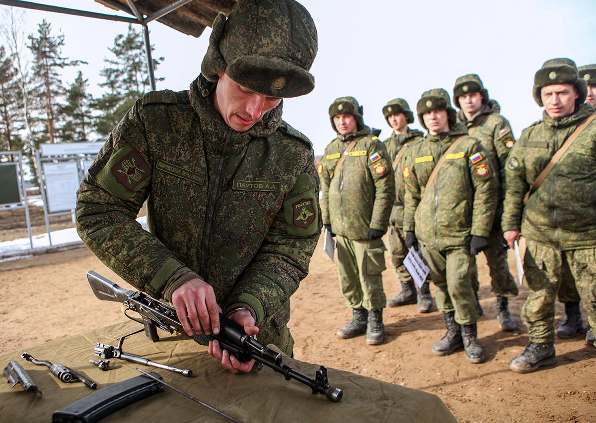 Osnovna obuka profesionalnih vojnika u Lenjingradskoj oblasti, 20. ožujka 2015.