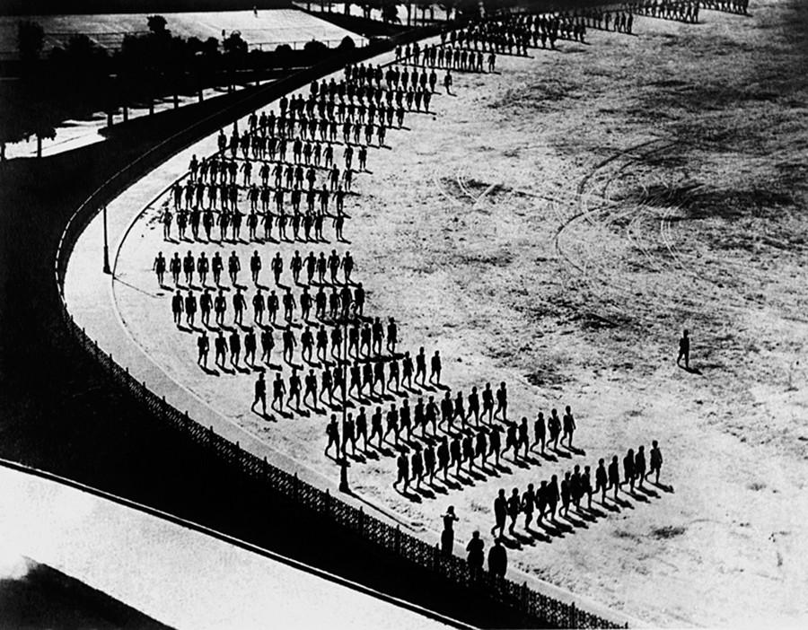 Esercizi mattutini dei cadetti del Cremlino, 1926-27
