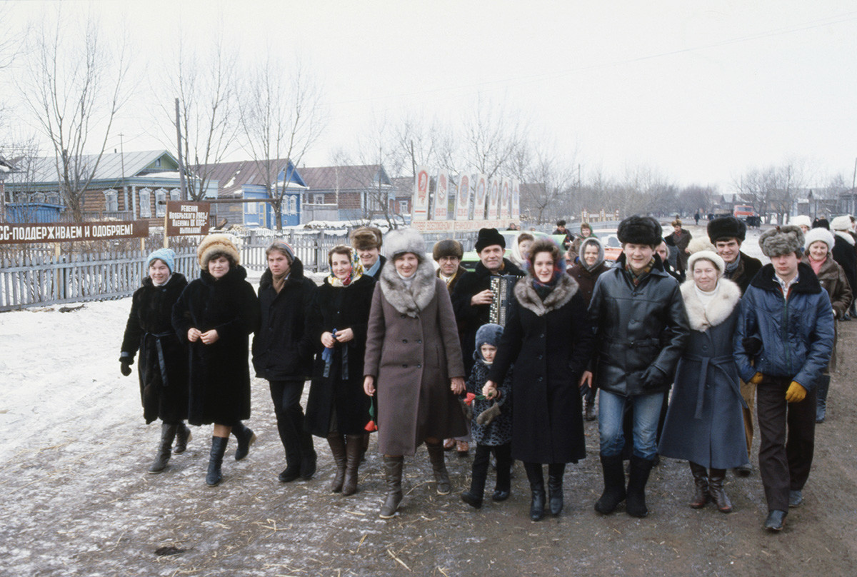 March 4, 1984. Workers of Tumanovskiy Collective Farm of Arzamas district of Gorky region go to the elections.