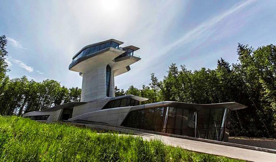 Hiša Vladislava Doronina Capial Hill Residence po zasnovi arhitektke Zahe Hadid
