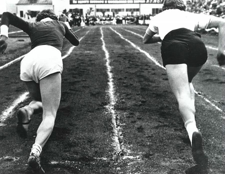 Auf die Plätze, fertig, los! Ein 100-Meter-Rennen, 1930er Jahre