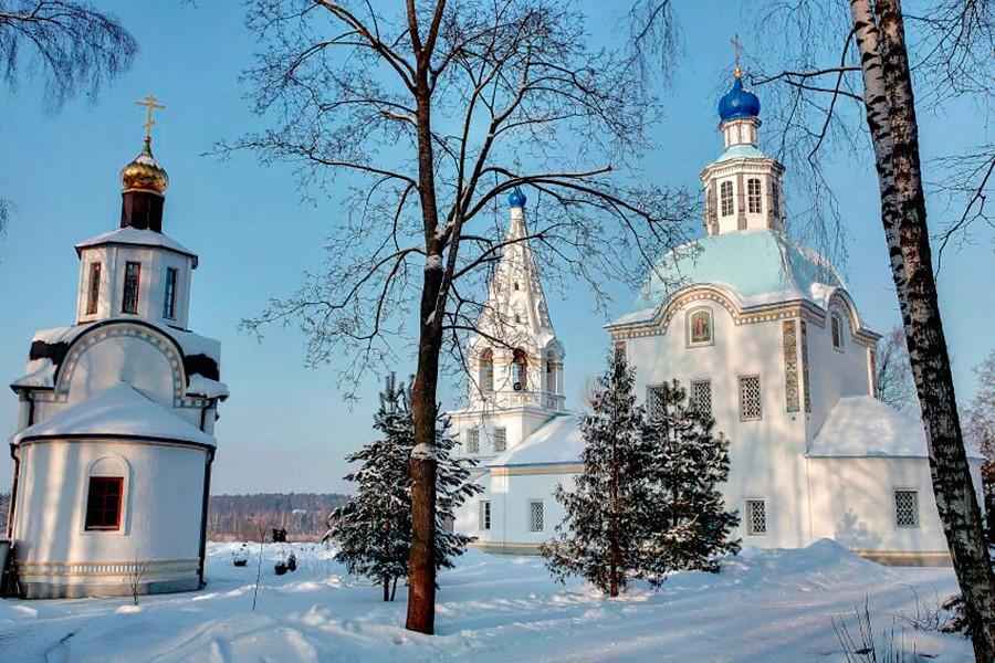 La chiesa dell'Assunzione della Beata Vergine Maria nel villaggio di Uspenskoe