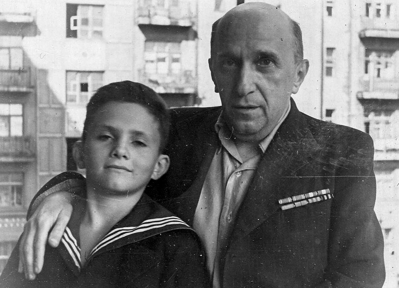 Yakov Serebryanskij con suo figlio Anatolij